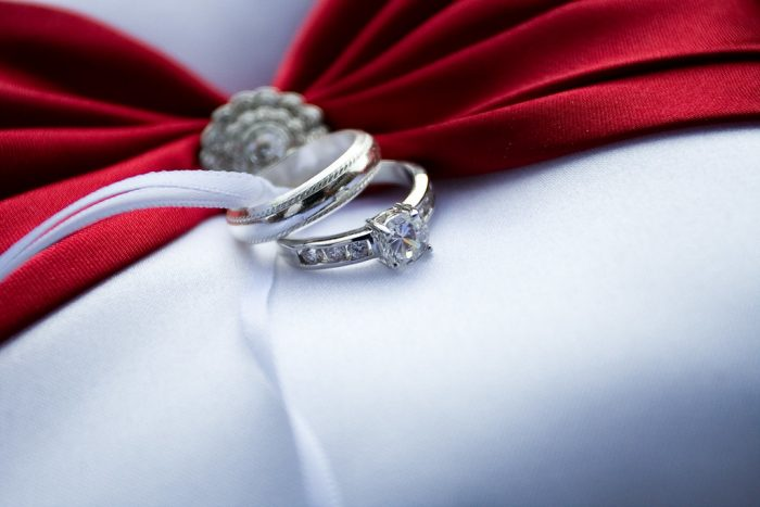 What is a moissanite ring?