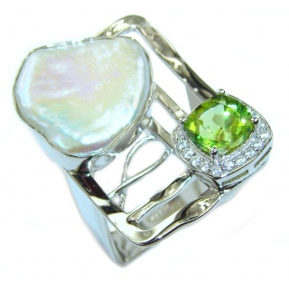 Stylish Mother Of Pearl & Peridot Sterling Silver Ring s. 7