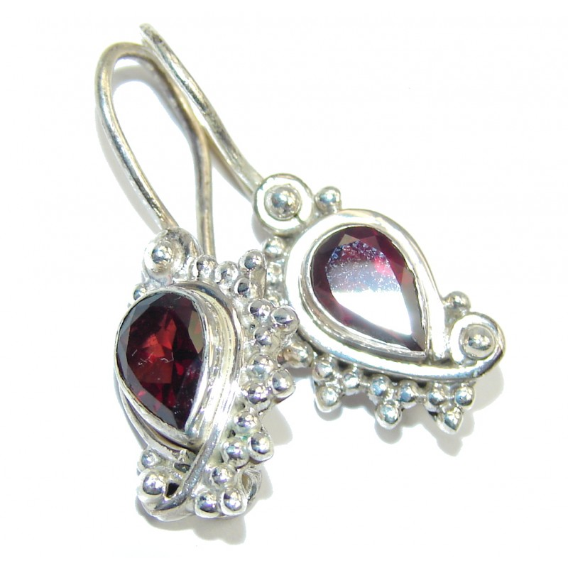 Excellent handcrafted Garnet Sterling Silver Earrings