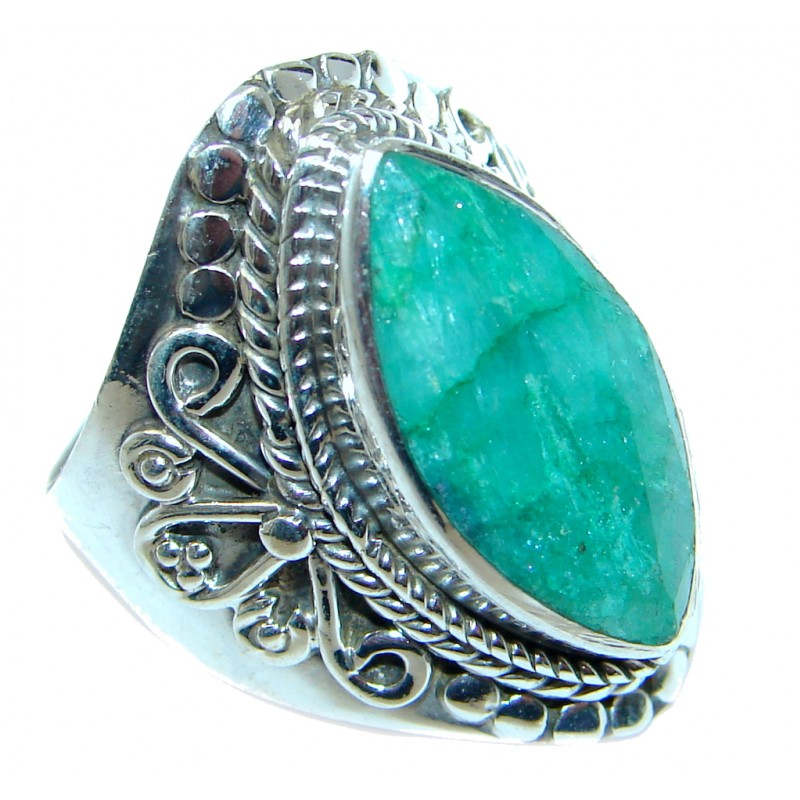 Stylish Emerald Sterling Silver ring; s. 8 3/4