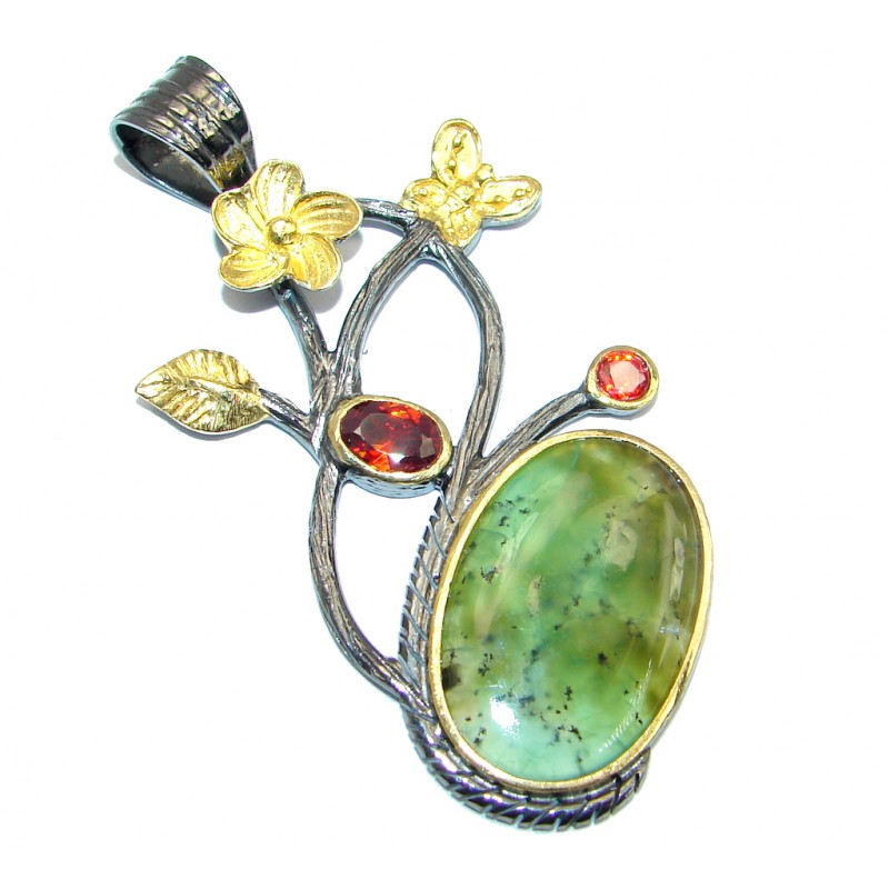 Pale Beauty Chrysoprase Garnet Gold plated over Sterling Silver Pendant