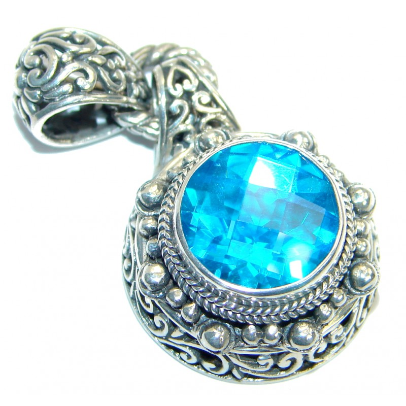 Sublime natural Blue Topaz .925 Sterling Silver handmade Pendant
