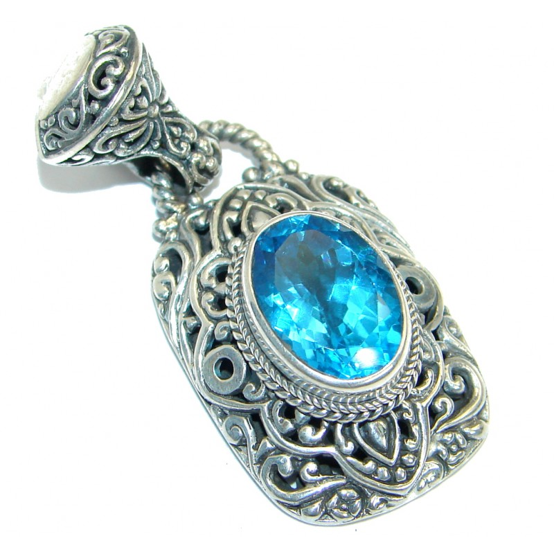 Sublime natural Swiss Blue Topaz .925 Sterling Silver handmade Pendant