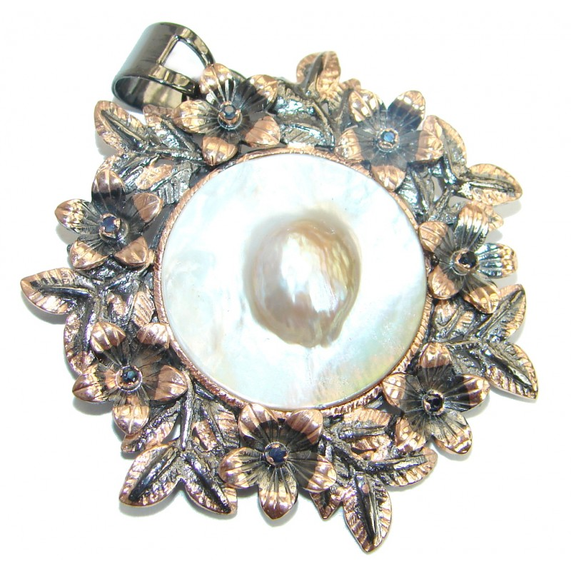Vintage Design White Mother of Pearl Gold Rhodium over .925 Sterling Silver pendant