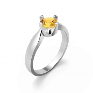 Elegant ring in sterling silver with a citrine