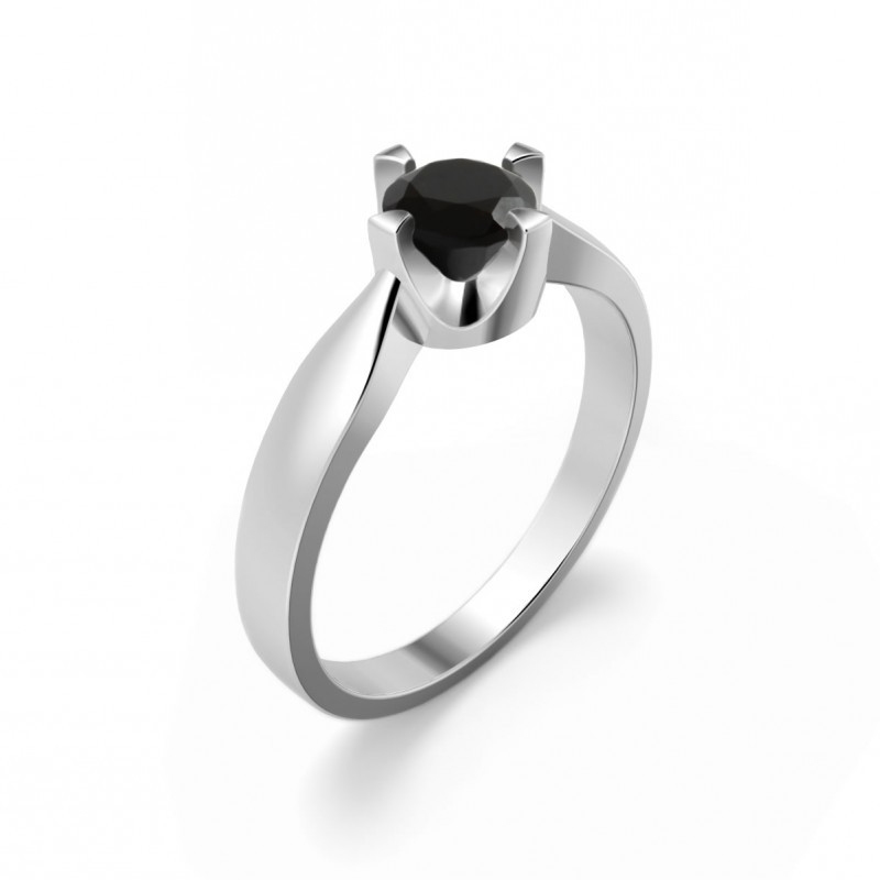 Elegant ring in sterling silver with a black onyx