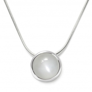 Charming necklace in sterling silver with a white moonstone