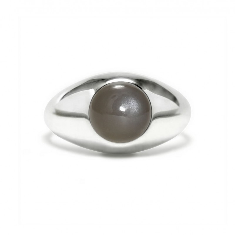 Charming signet ring in sterling silver with a gray moonstone