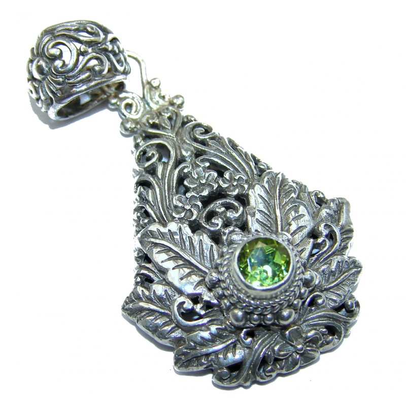 Amazing Leaves Design Peridot .925 Sterling Silver handcrafted Pendant