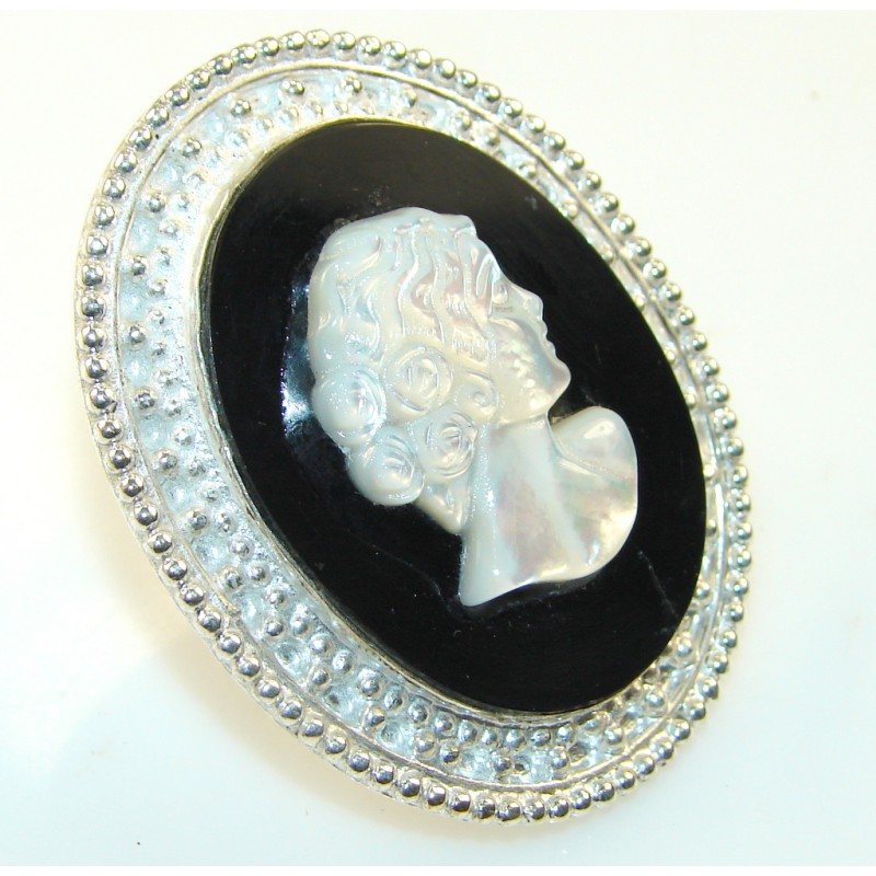 Beautiful Cameo Silver Tone Ring s. 7 1/2