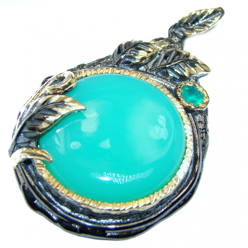 Chrysoprase and agate pendant